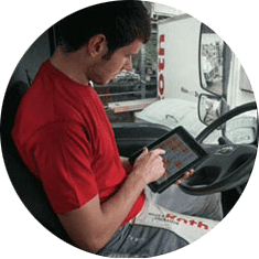 contractors-in-=truck-on-ipad