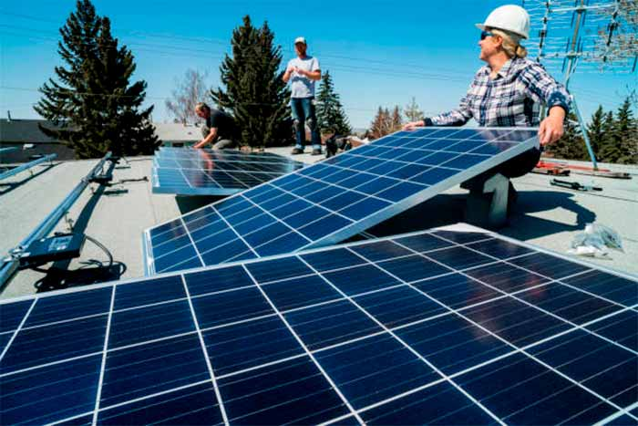 TINDO-solar-panel-specification-datasheet-workers-with-solar-panels