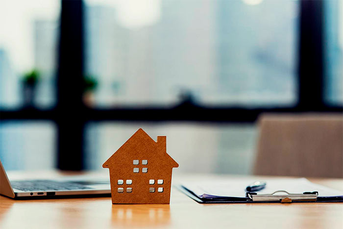 What should I look for in home insurance contracts model of house