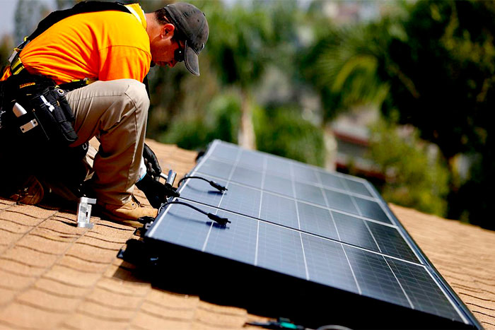 What to look for in a solar installer pro install solar panel