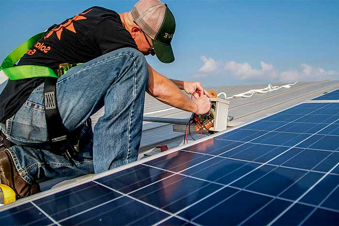 Why Professional solar installers pro install solar